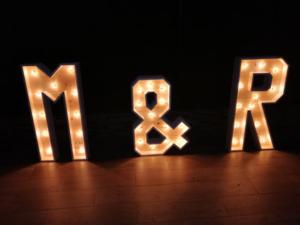 Alquiler de letras gigantes de madera y luz para bodas y eventos envio a toda españa letras de madera letras xxl